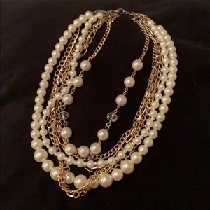 Jewelry - Statement pearl necklace